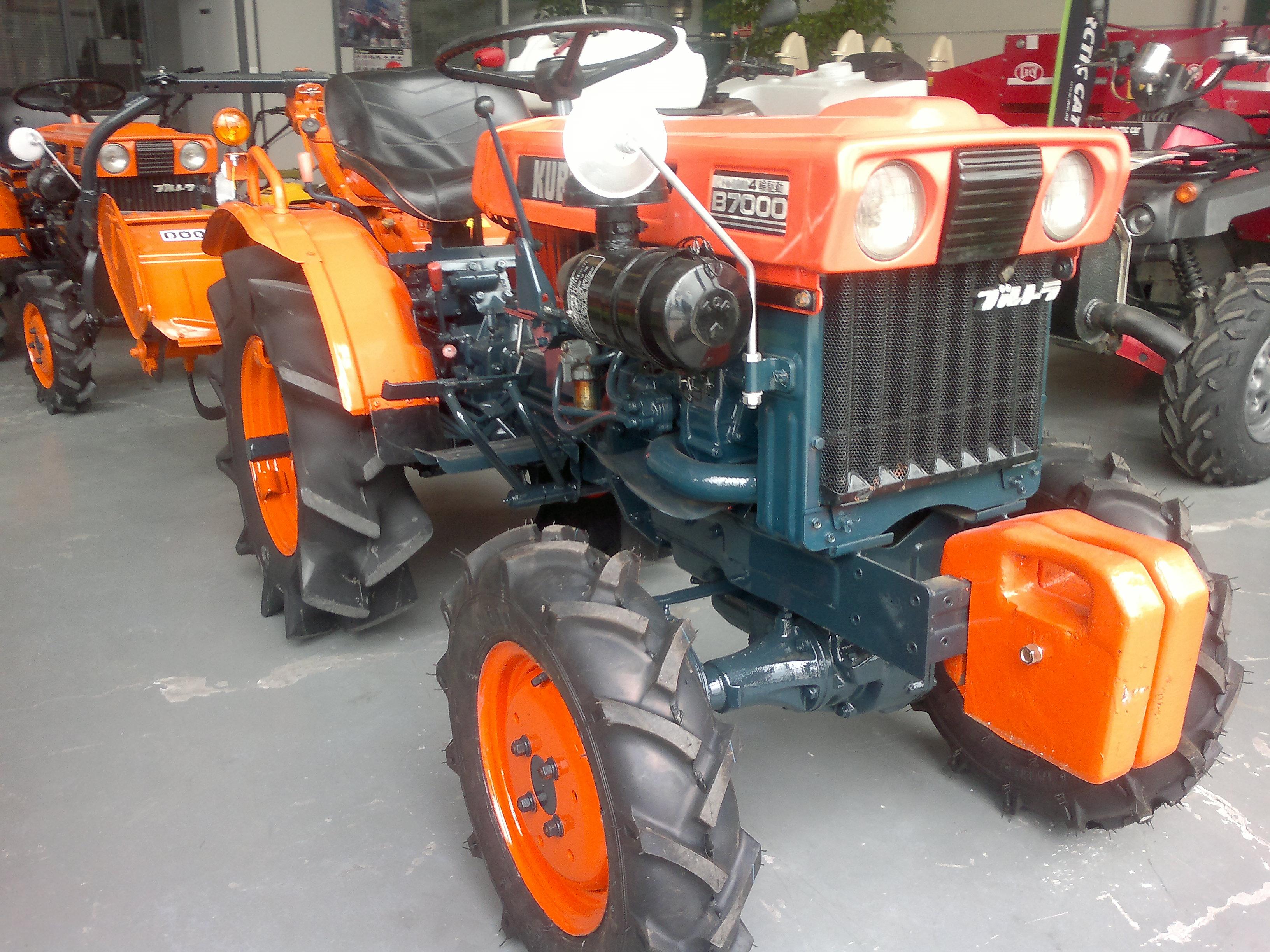 Mini tractor de ocasi n kubota b 7000 talleres hijos de for Naves prefabricadas de ocasion